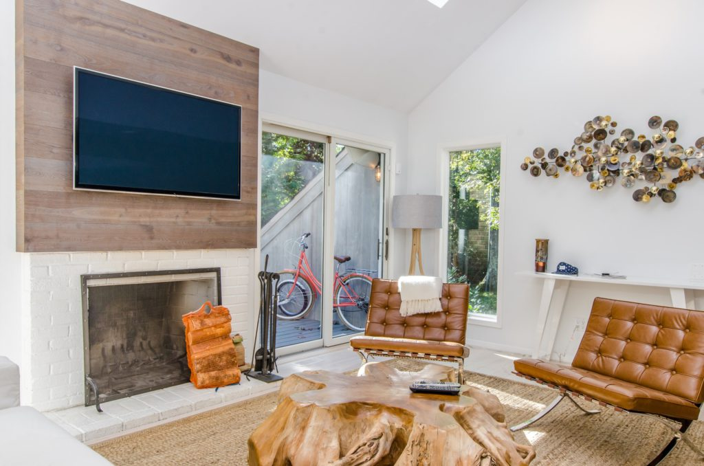 TV screen replacement in real estate photos